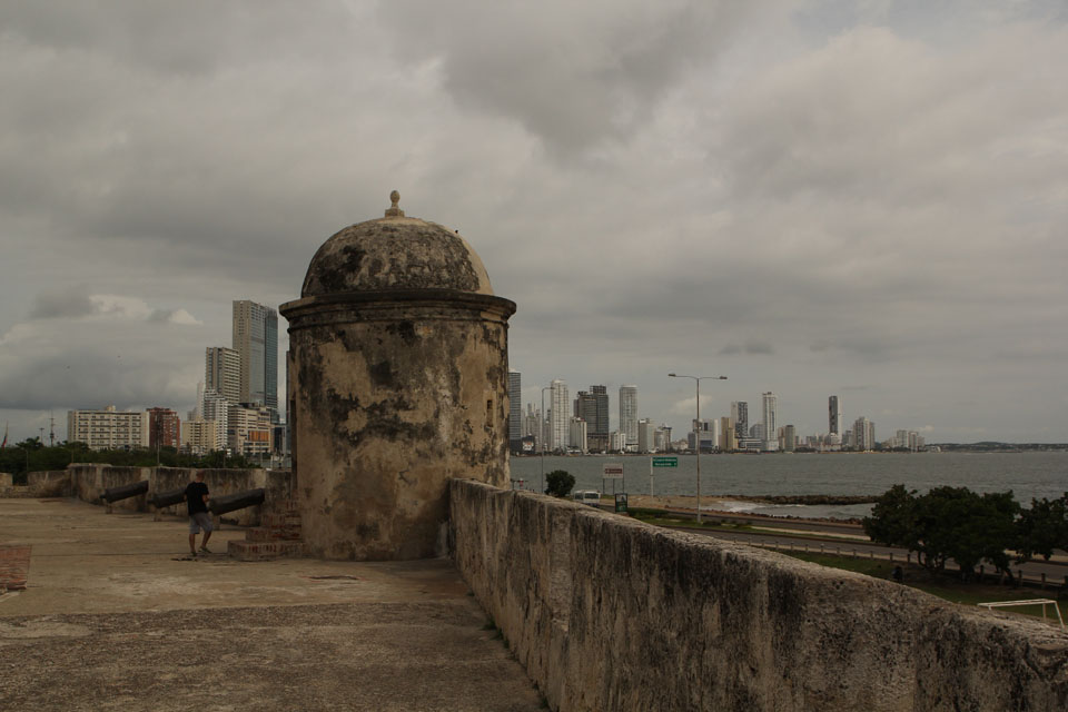 Cartagena: the fortification walls and skyscrapers behind them, a very interesting mix