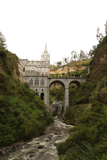 Ipiales: the church was built inside the 100-meters canyon.