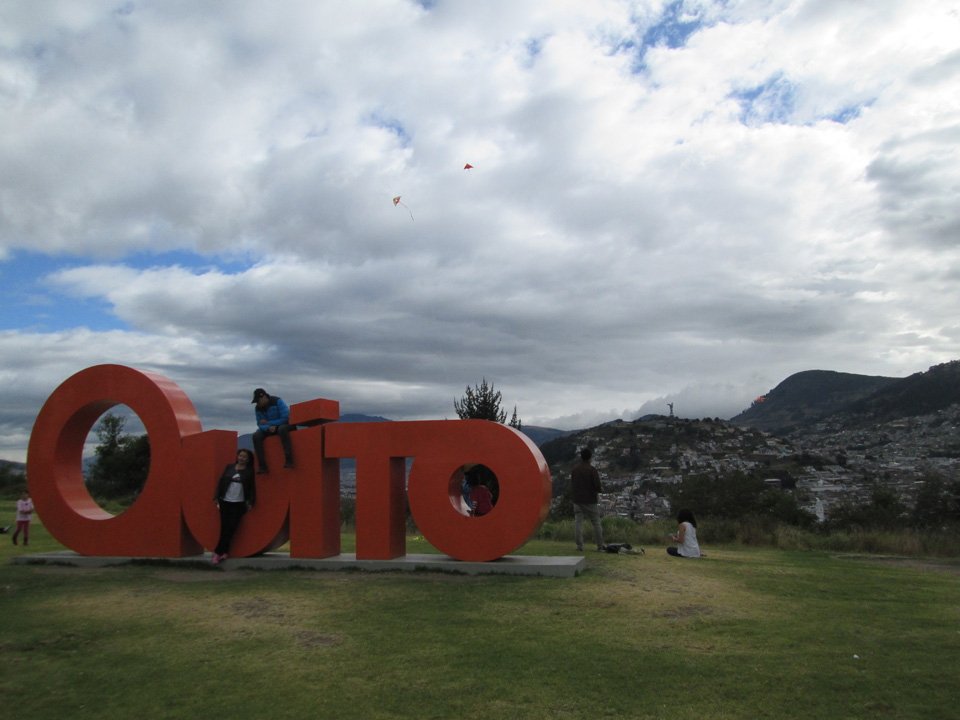 Kite flying in Itchimbia park, Quito